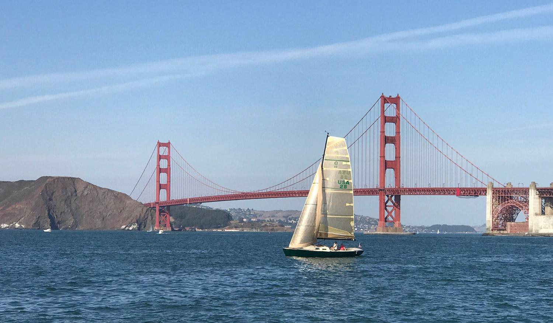 Zenyatta, LM e33, sailing at the Golden Gate Bridge
