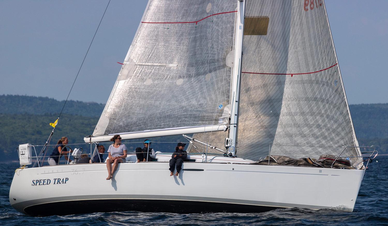 Beneteau America 36.7 starboard side profile