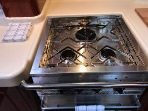 Sensation 73 yacht Valor stove